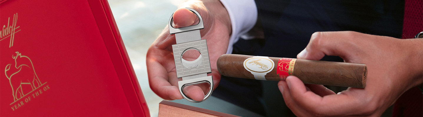 Davidoff Year of the Ox Gordo cigar and double blade cutter 2021